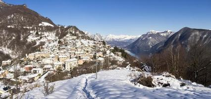 paesaggio invernale dal monte bre