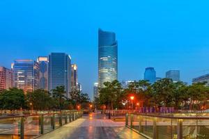 Cina Hangzhou grattacieli, paesaggio notturno.