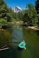 Yosemite Valley con un gruppo di kayakisti foto