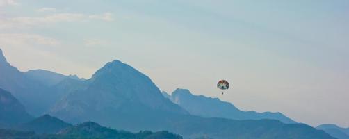 parasailing foto