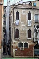 antichi edifici tipici di venezia. foto