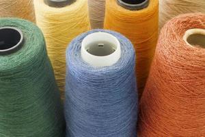 sfondo multicolore da fili e filati