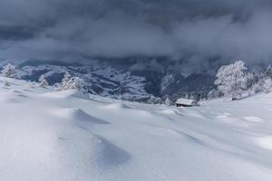 paesaggio invernale in montagna foto