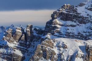 paesaggio montano invernale in austria foto