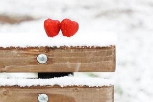 cuori di neve rosso inverno due foto
