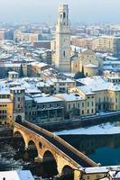 ponte pietra in inverno, verona foto