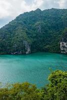 lago verde smeraldo foto
