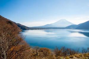 Monte Fuji a Motosu in Giappone foto