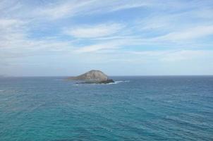 vista dell'isola di coniglio dall'allerta di makapuu a Oahu, Hawai foto