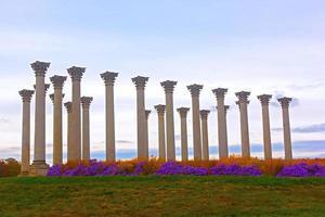 colonne della capitale nazionale al tramonto. foto