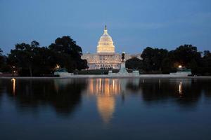 Capitol Building di notte foto