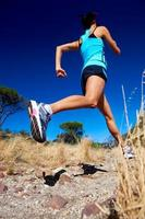 atleta che corre veloce foto