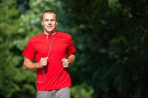 uomo che corre fitness