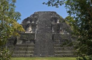 mundo perdido (mondo perduto), la parte più antica di tikal, guatemala foto