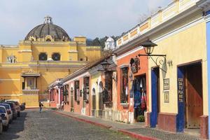 edifici coloniali in antigua, guatemala foto