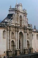 facciata della cattedrale di Antigua foto