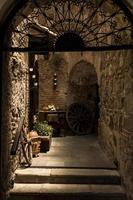 interno di un ristorante in antigua, guatemala foto