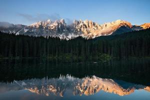 mattina lago di montagna foto
