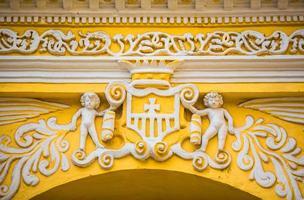 facciata del dettaglio della chiesa in Antigua Guatemala foto