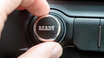 pulsante di controllo con la parola pronta foto