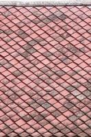 tetto di tegole rosse vecchie. foto