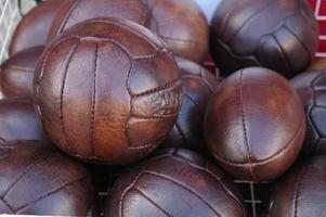 palloni da calcio / calcetto in pelle e palloni da rugby foto