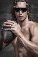 ortrait dell'uomo muscoloso a petto nudo foto
