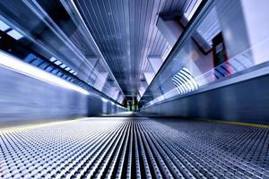 scala mobile in movimento in aeroporto foto