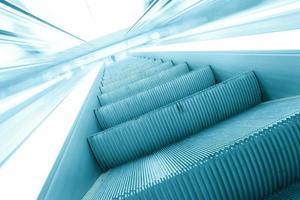 scala mobile moderna blu nel centro business foto