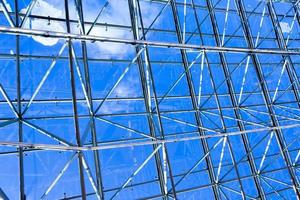 soffitto geometrico blu astratto