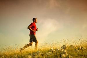 uomo che corre fitness foto