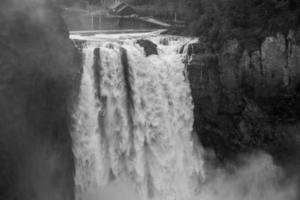 potente snoqualmie falls bw 2 foto
