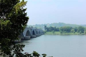 ponte commemorativo foto