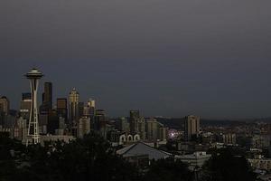 skyline di Seattle al tramonto foto
