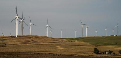 turbine nel parco eolico foto