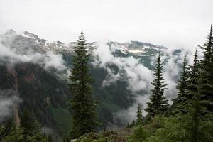 regione selvaggia del picco del ghiacciaio - 3 foto