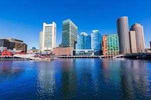 Boston Skyline dal fan pier luce del sole Massachusetts foto