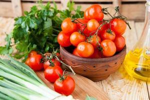 verdure fresche in una ciotola foto