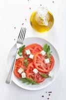 insalata con pomodori di manzo e feta foto