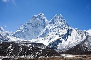monte ama dablam, montagne dell'Himalaya, nepal foto