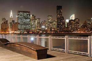skyline di manhattan di notte foto