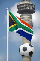 bandiera sudafricana e coppa del mondo di calcio 2010 foto