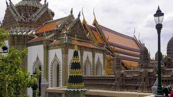 Dettaglio del tetto complesso imperiale di Bangkok