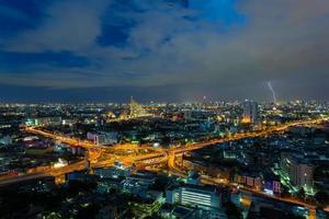 Superstrada di Bangkok con fulmine, Bangkok, Tailandia