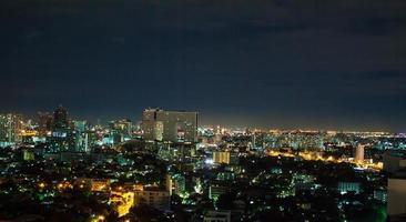 grande città di notte di Bangkok in Tailandia
