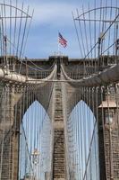 dettaglio del ponte storico di brooklyn a new york foto