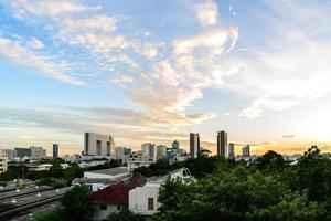 paesaggio urbano di Bangkok al tramonto. foto