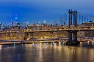 Empire State Building e Manhattan Bridge, New York foto