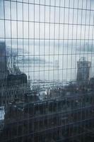l'hudson rifletté su sei World Trade Center, New York foto