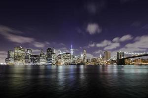 skyline di manhattan di notte